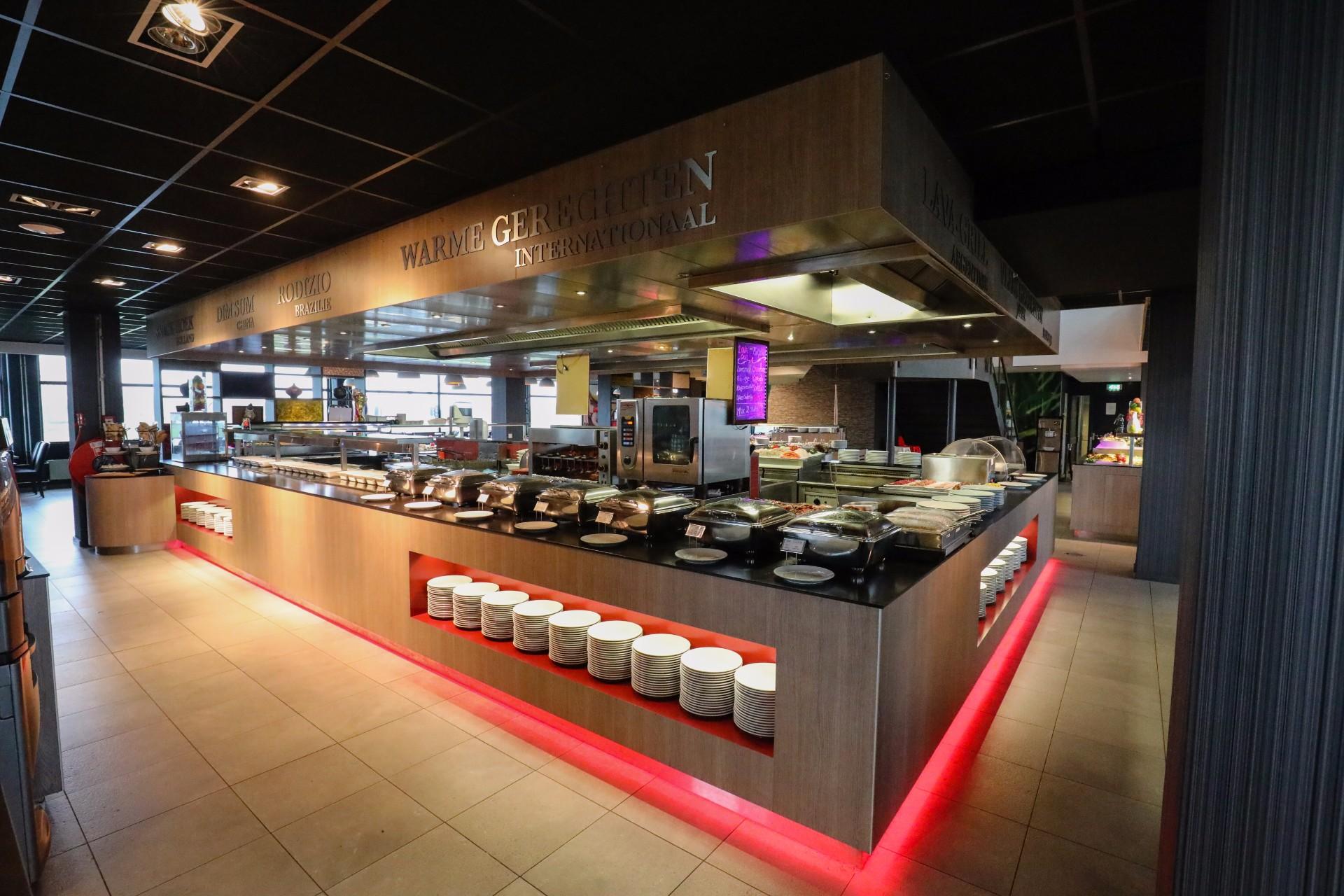 Impressie restaurant onderweg almere - Open keuken bar ...